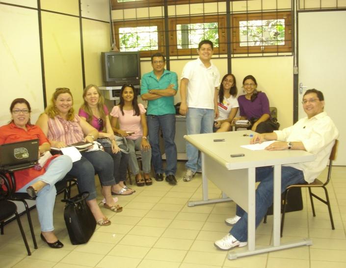 Edilene, Cris (minha orientanda), Judy, Daniella, Ulysses, Fábio, Mayara (minha outra orientanda), Cleamy e eu, na mesa.