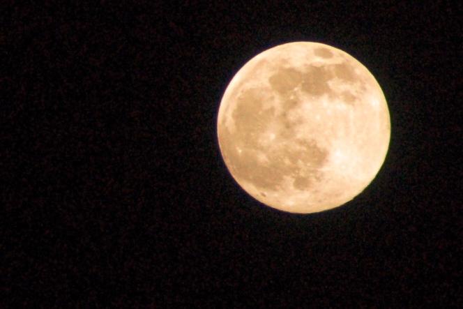 Lua como essa só havia visto no dia em que minha filha Clara nasceu. A foto é minha, ainda há pouco.