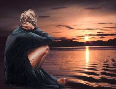 Resultado de imagem para olhando o mar e sentido e escrevendo a saudade